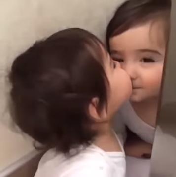 【乖萌可愛】對著的一面鏡